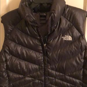 THE NORTH FACE 550 WOMENS PUFFER VEST SIZE LARGE